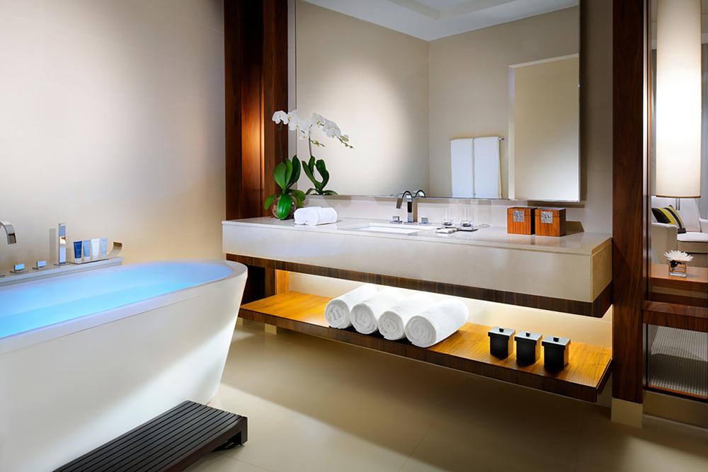 jwmmstandardroombathroom_w.jpg