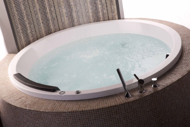 Penthouse Bath Tub (2)_jpg.jpg
