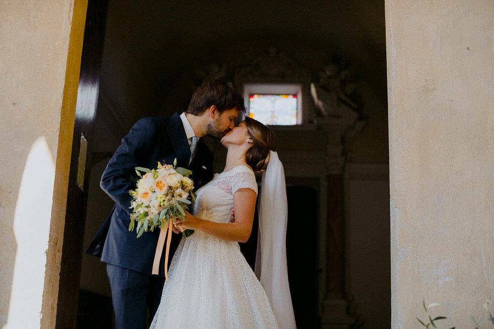 00152_villa-catignano-tuscany-wedding.jpg