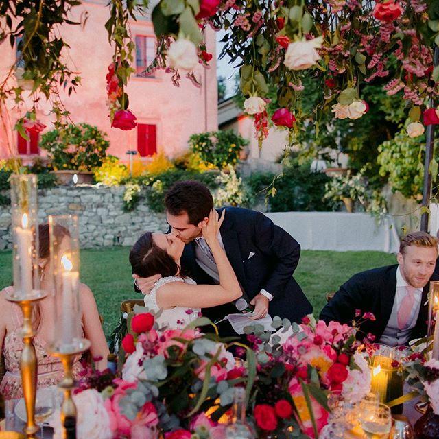 Riccardo clearly nailed his speech 👌🏼 . . . #villamedicea #villamediceadililliano #tuscanyweddingphotographer #florencewedding #florenceweddingphotographer #chicwedding #chicweddingsinitaly #togetherjournal #junebugweddings #italydestinationwedding #italywedding