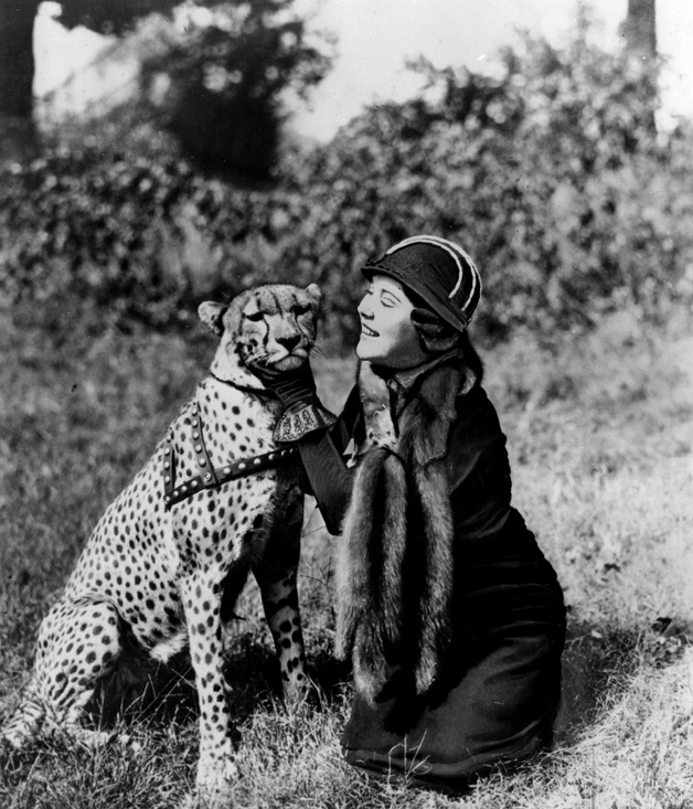 Explorer-Osa-Johnson-and-her-much-loved-pet-cheetah-Bong-1949-628x733.jpg