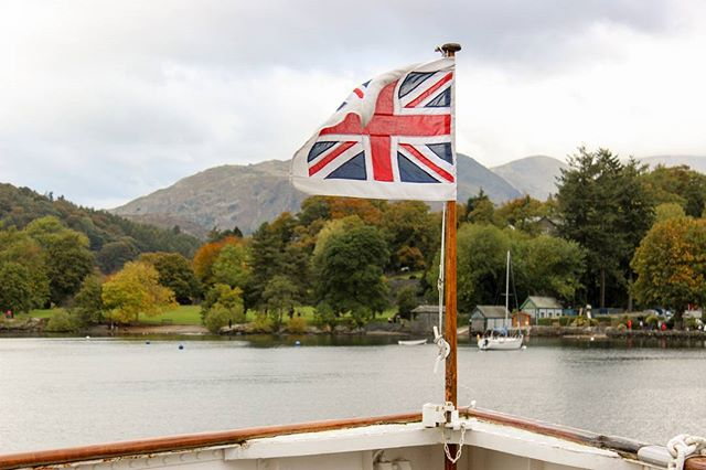 Union Jack. . . .  #unionjack #thegreatbritain #unitedkingdom #lake #lakedistrict #keswick #yatch #travelblogger #travel_shout_outs #travel #travelphotography #flag #northeast #northwest #windermere #bownessonwindermere #lonelyplanet #lonelyplanetengland #leisure #daytrip #travelalone #exploring #explorebritain