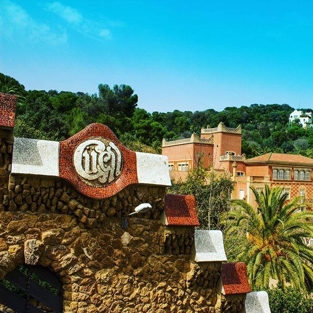 Güell! #parkguell #parkguellbarcelona #architecture #antonigaudiarchitecture #barcelona #spain #blue #stones #brown #travelgram #traveller #traveldiaries #latepost