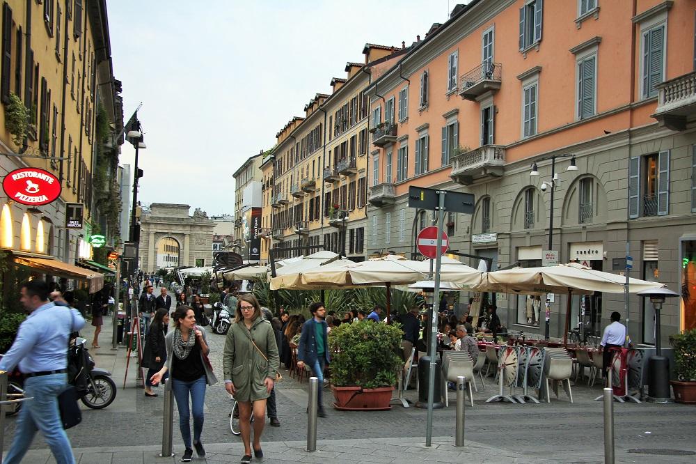 Outdoor restaurants in Corso Como