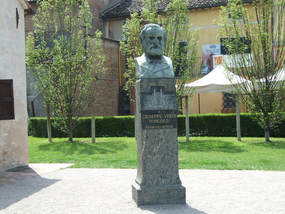 07__Statue of Verdi.JPG
