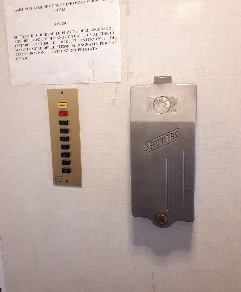 Coin box in an elevator in Rome.jpg