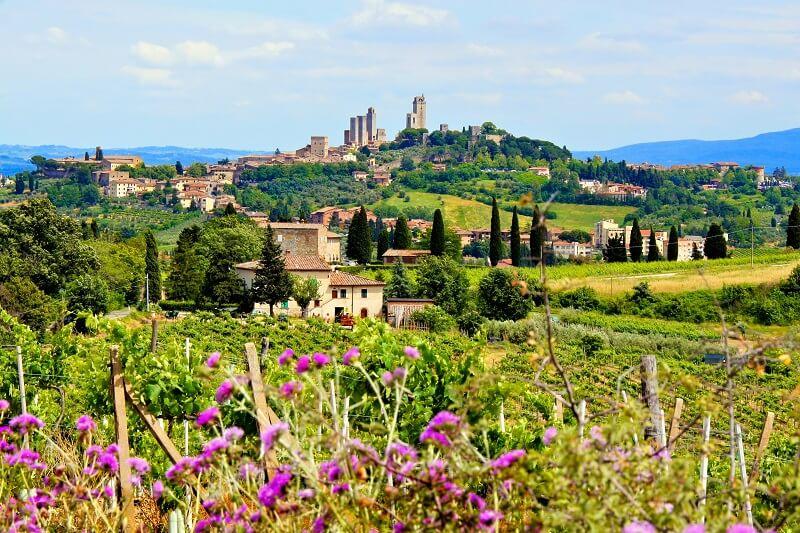 Countryside of Tuscany towards San Gimignano