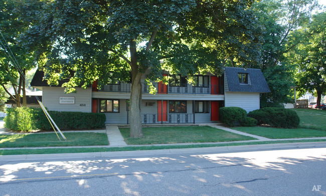 maplewood-apartments-east-lansing-mi-primary-photo.jpg