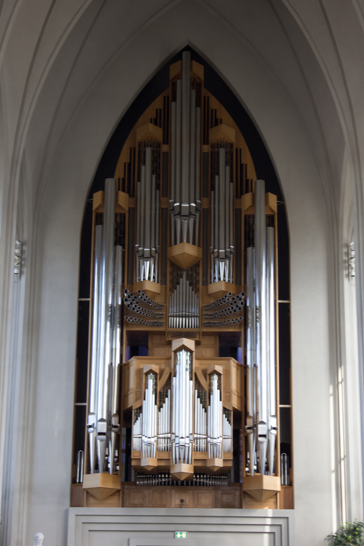 The organ inside  Hallgrímskirkja .