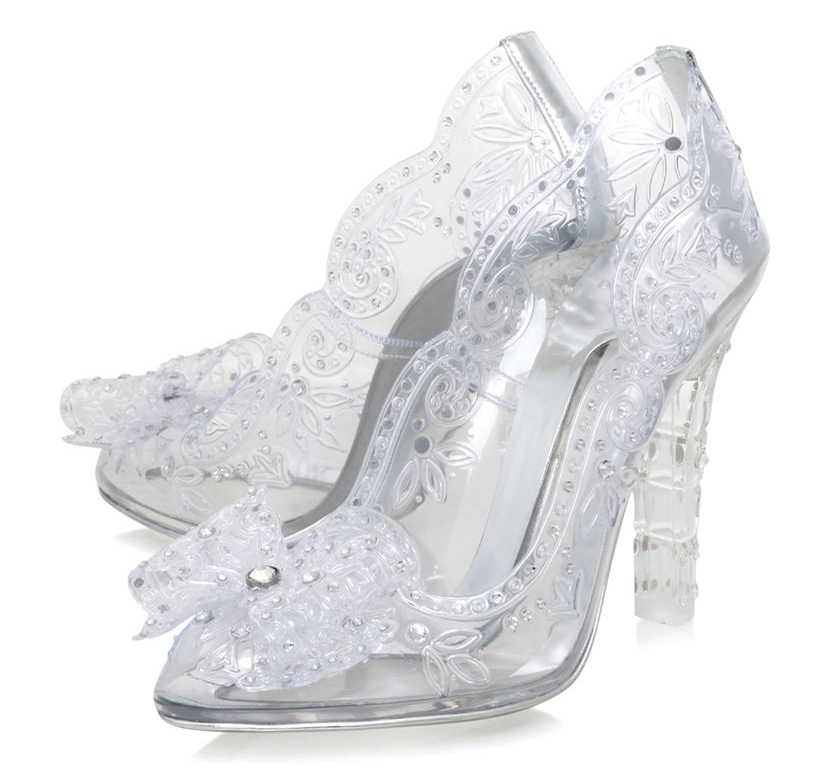 f402893cc2f2 These gorgeously magical heeled pumps were seen on Dolce   Gabbana s AW16  runway. Adorned with bow detailing and sparkling crystal embellishment