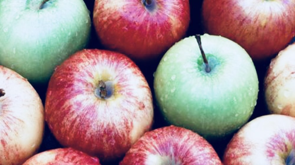- Granny Smith apples are generally the go-to baking apple, but a few favorites that hold up under heat and balance with a perfect sweet-tart flavor are1. Jonagold2. Honeycrisp3. Braeburn4. Gala6. Pink Lady