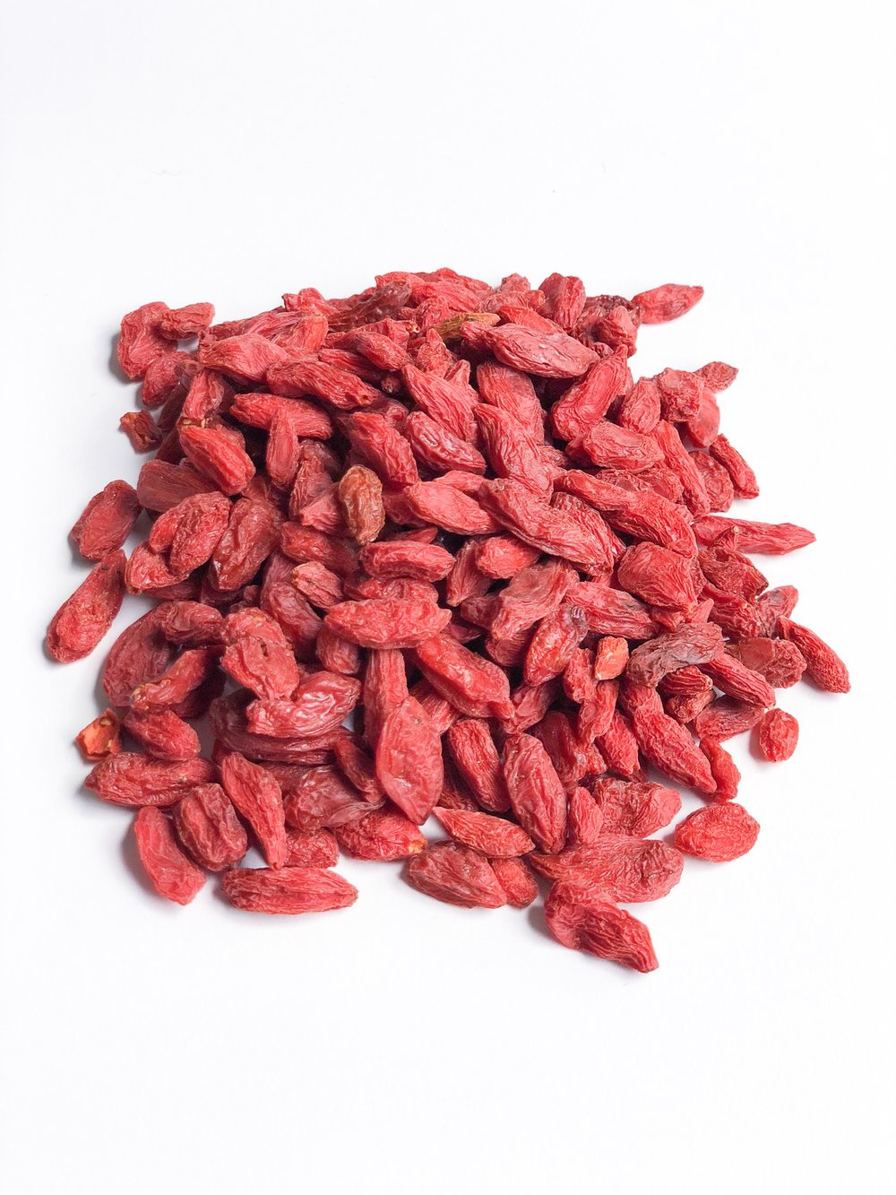 """- Health Benefits of Goji BerriesLow in calories, fat-free, a good source of fiber and a high anti-oxidant food, goji berry benefits include the ability to help you fight disease, effectively manage your weight and experience better digestion. Usually eaten raw, dried, or in liquid or powder form, versatile goji berries contain a wide range of phytonutrients, vitamins and trace minerals, giving them the name """"superfood berries"""" by many health experts."""