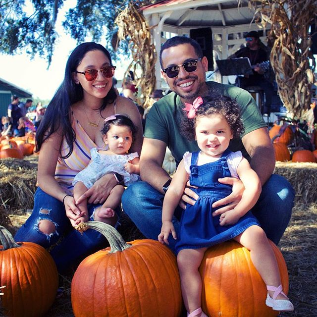With our two little pumpkins 👧🏻👶🏻 #fall #familyportrait #autumn