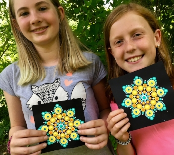 Join special guest dotters and long-time friends, Chloe and Abigail in creating your copy of the Friendship mandala pattern.