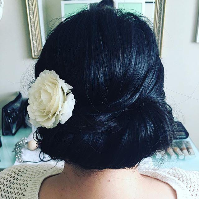 Elegant updo . . . . #weddinghair #updo #brunette #weddingtoronto #hairstyles #flowers