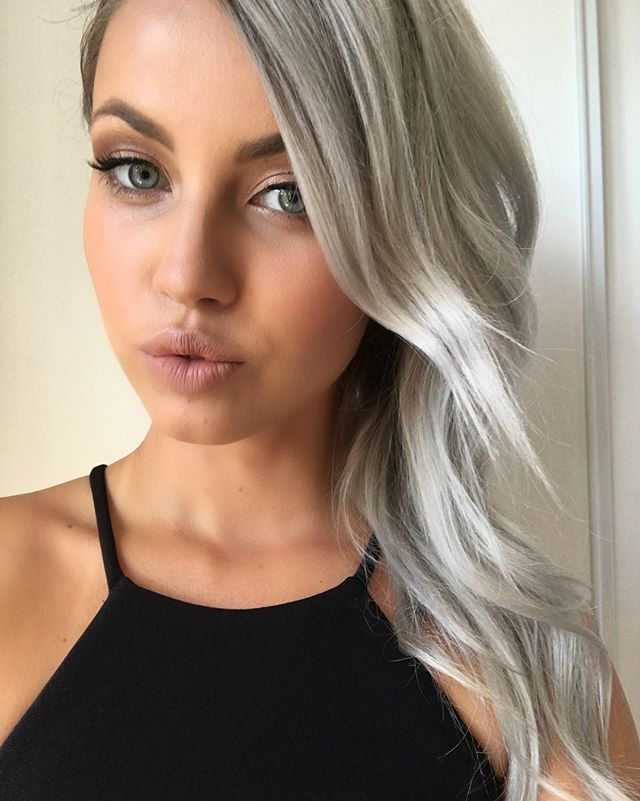 A little glam for this babe @xmaskat ❤️ hair by @hair_by_suelon makeup by @karimasumar . . . #beauty #glam #weddingglam #makeuptoronto #makeupartist #torontowedding #babesofinstagram #cateye #silverhair