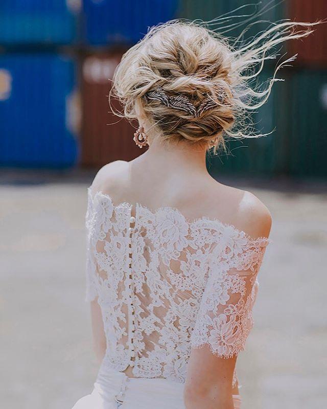 One my most favourite hairstyle I've ever done, captured perfectly by @olivestudiocanada ❤️ . . . . #weddinghair #beauty #weddingupdo #hair #hairstylist #weddingseason #weddinginspo #fashion #toronto #weddings