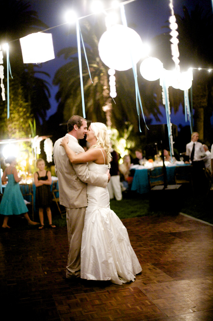 first dance with paper lanterns  felicievents.com
