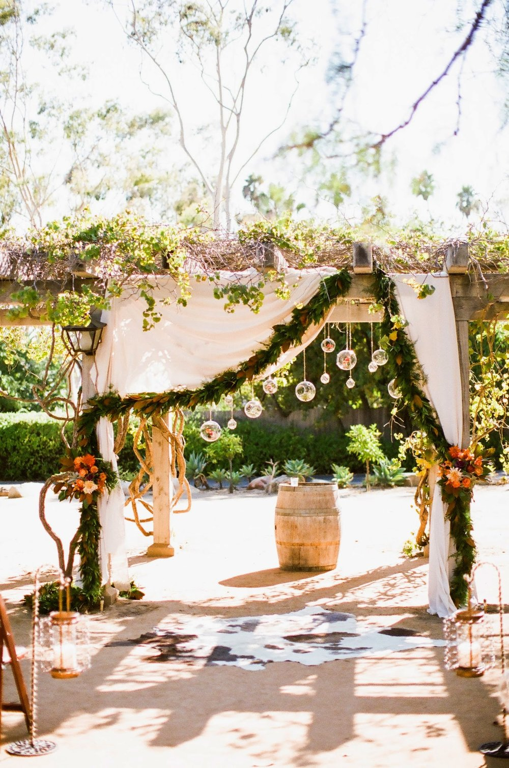 www.felicievents.com | Felici Events | Historical Museum Wedding | Eclectic Orange Wedding | Ceremony Altar Decor