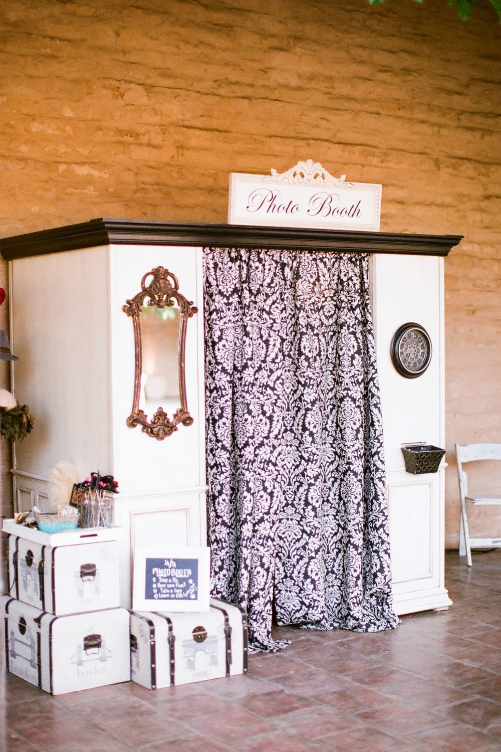 www.felicievents.com | Felici Events | Historical Museum Wedding | Eclectic Orange Wedding | Photo Booth