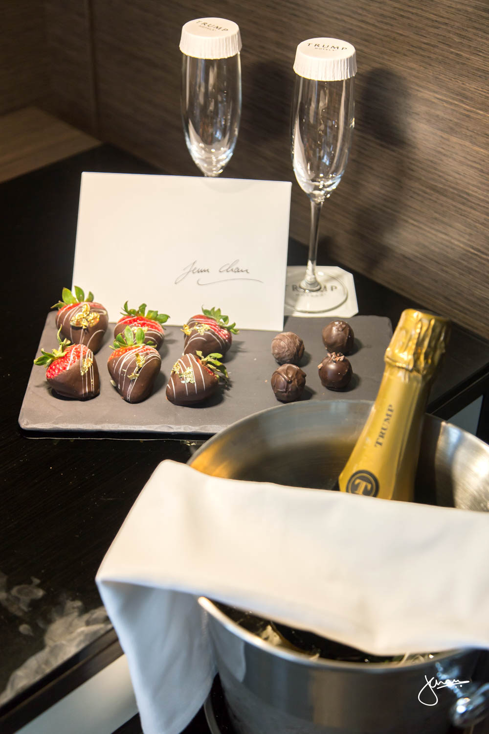 Trump Champagne & Chocolate Covered Strawberries