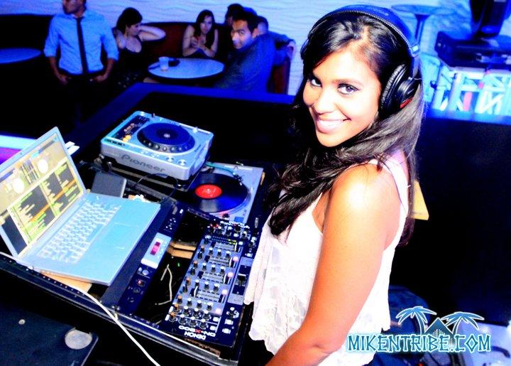 DJ-Cam-Con-2.jpeg