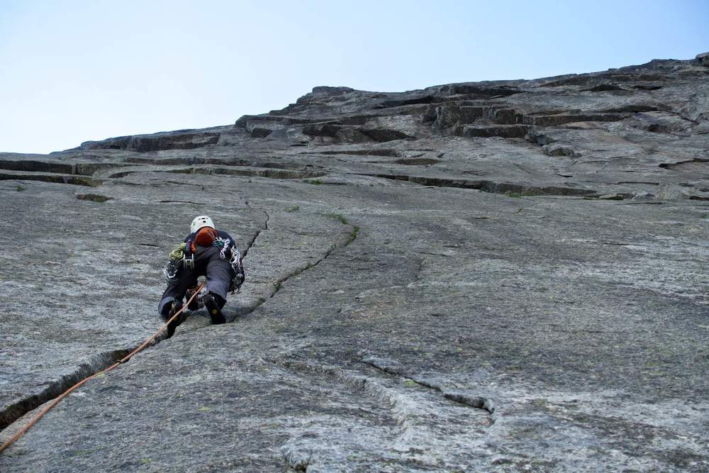 Perfect cracks - Uskadalen climbing
