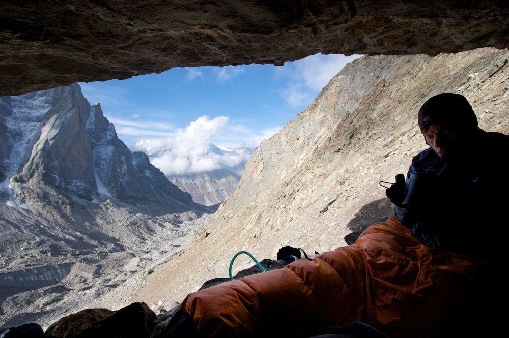 Comfortable rock bivvy further down the Tawa