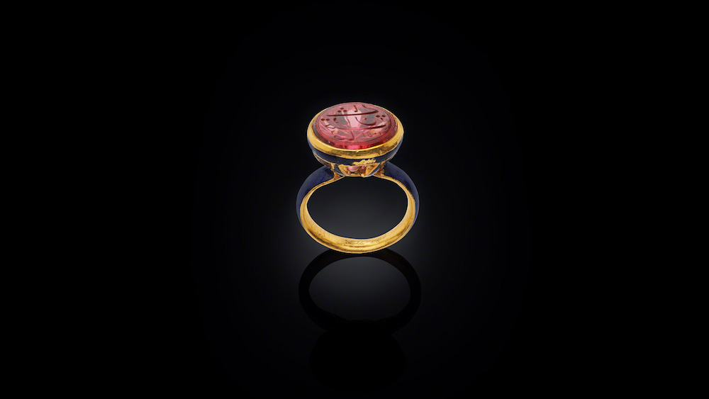 Ring with Shah Jahan's Spinel, North India, spinel dated 1643-44 AD, ring 1900. Image courtesy of the Al Thani Collection.
