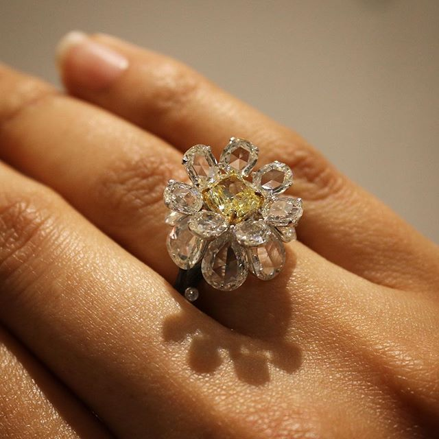 Love all the angles on this @v.a.kfinejewels yellow diamond ring - 💛🌼💛