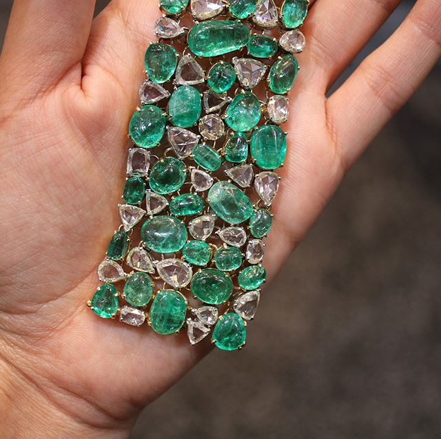 How gorgeous is this lush carpet of diamonds and emeralds from @amrapalijewels?? 💚💚💚 #amrapalijewels