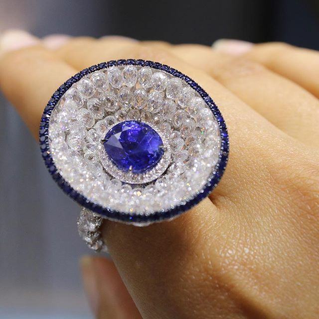 You know what a beautiful @busattimilano sapphire needs? A diamond amphitheatre, of course 💎💎💎 #busattimilano