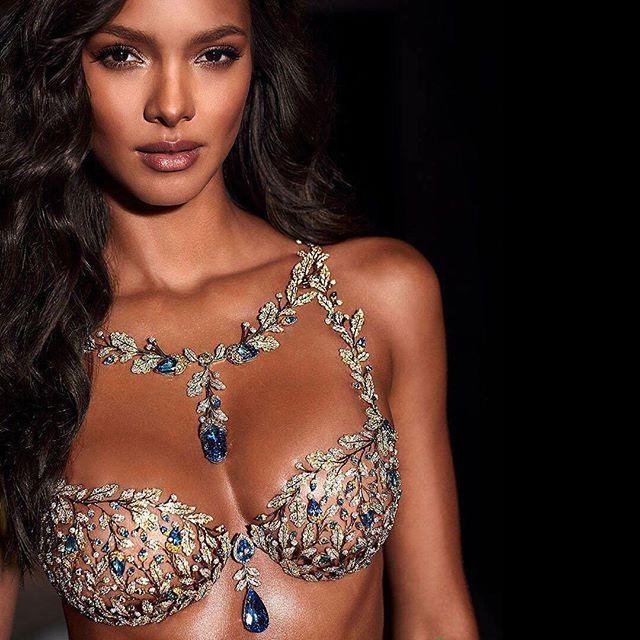 Wowza! Repost from @victoriassecret : the just unveiled 'Champagne Nights Fantasy Bra' designed by @mouawadjewelry and made of 18k gold, diamonds, yellow sapphires, and blue topaz. Worn by @laisribeiro #VSFantasyBra #VSFashionShow #Mouawad