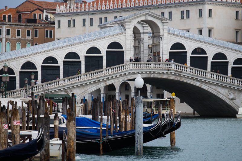 Telephoto shot of the Rialto Bridge (130mm) - taken from the same place, but isolating a smaller part of the frame