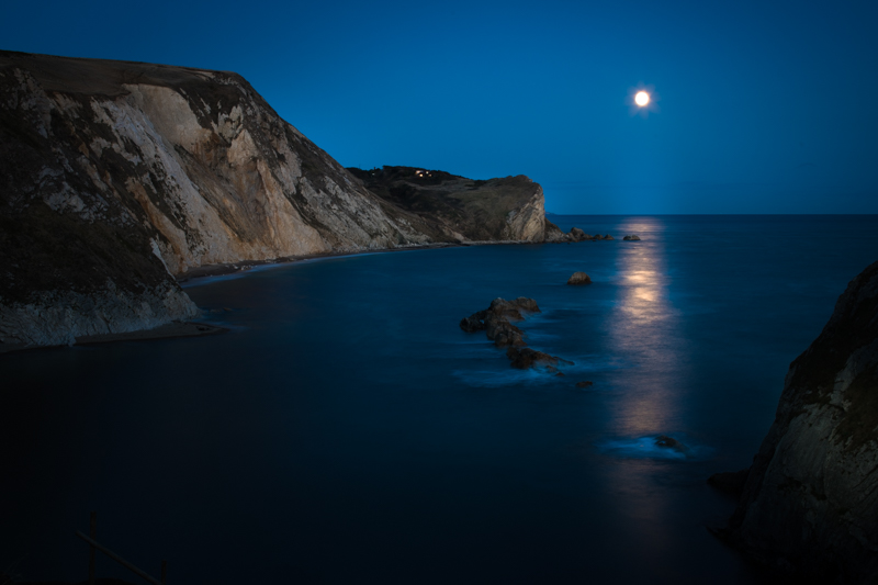 Again, to maintain a low ISO (100), a slightly longer shutter speed of 6 seconds was needed in this shot at Durdle Door.