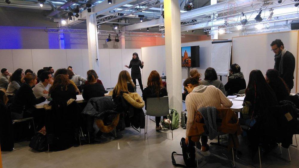 A través de talleres y encuentros con escuelas de diseño, fablabs, centros culturales, asociaciones... Susana investiga lugares de la ciudad a reencantar, preparando la experiencia prevista en París en 2017 con todo el equipo #grigri