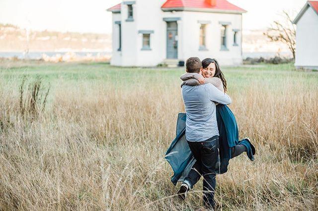 Pure bliss ✨ • • • • #whidbeyisandphotographer#oakharborphotographer#seattleengagementphotographer#seattlephotographer#pnwphotographer#pnwonderland#engagementphotos#engagementsession#shesaidyes#ido#theknot#weddingplanning#couplegoals#capturedmoments#fun#love#nikon#nikon105mm#bokeh#lookslikefilm#authenticlove