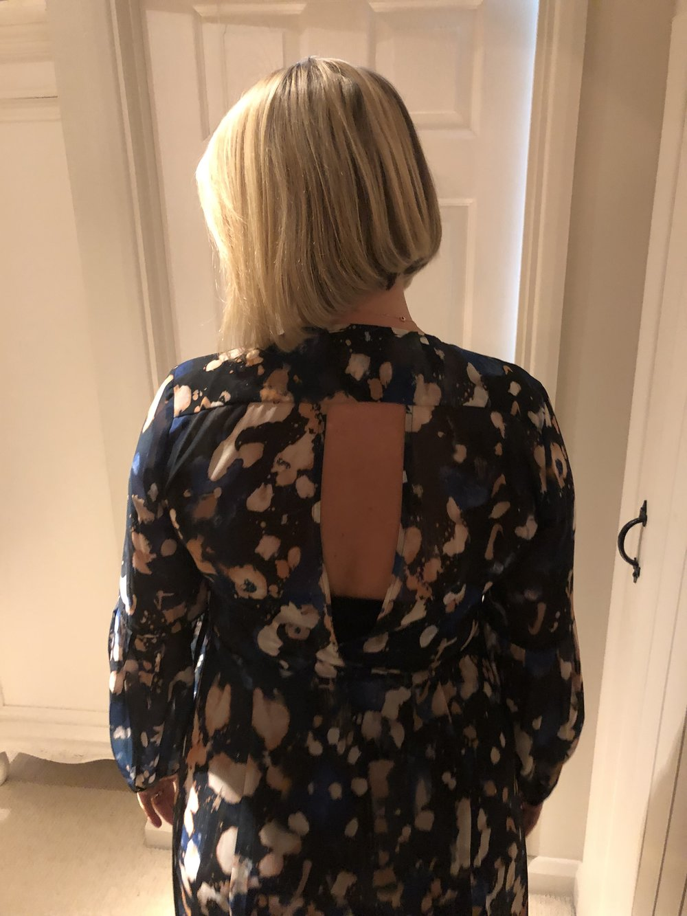 I got home from the wedding and Chris just happened to mention how nice the back of the dress was. I didn't know till he took this photo and showed me that it had a key hole design at the back. It is indeed a very nice feature. Hahahahaha