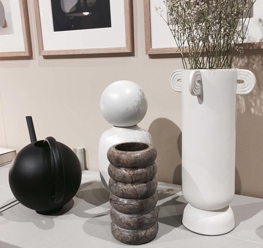 Vasen aus Keramik und Marmor, Fermliving