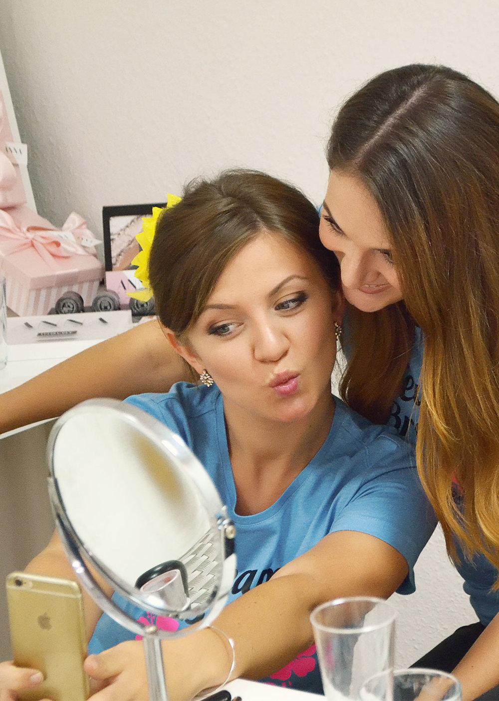 JGA Make-up party - Ihr werdet die wichtigsten Tipps und Tricks zum Thema Make-up erfahren. Am Ende des Abends haben alle Mädels garantiert ein schönes Makeup und beste Laune.