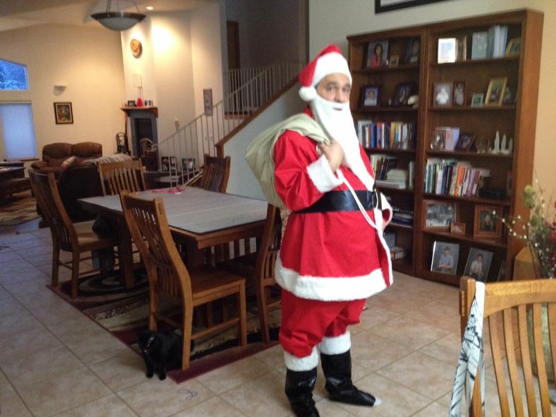 1214_Alaksa-Christmas-Santa-800x600.jpg