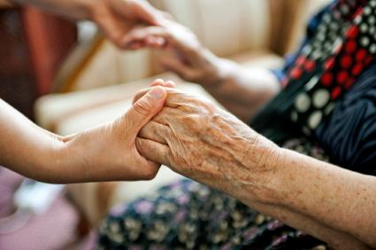 151009-425x282-Volunteer-holding-elderly-persons-hands.jpg