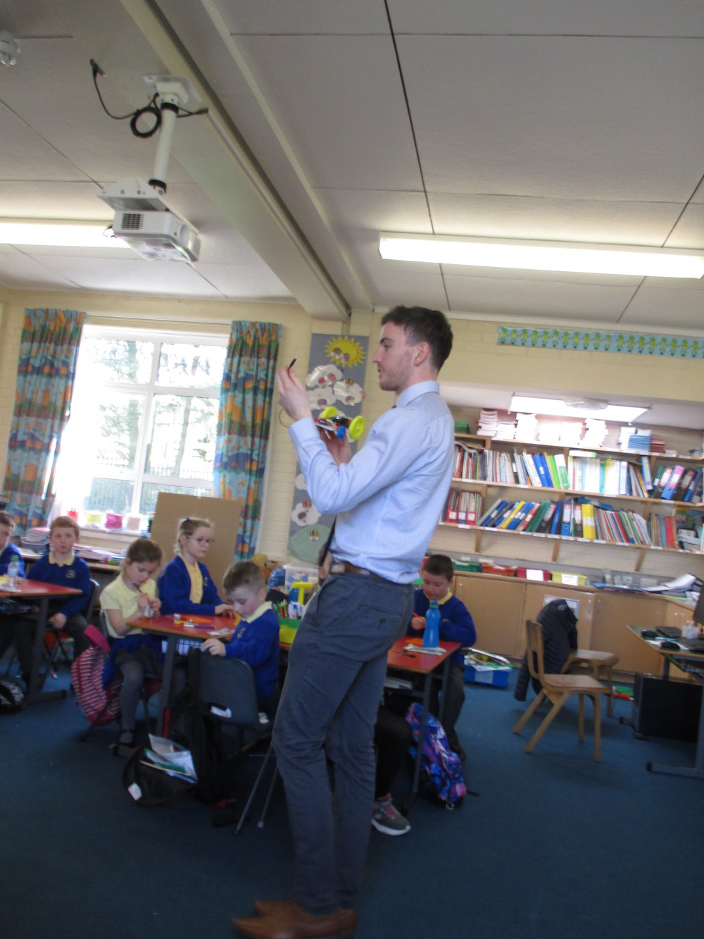 Kevin from Sentinus demonstrates to P3 and P4 how to design and make their cars.