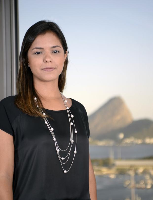 Isabela Almeida - curriculum