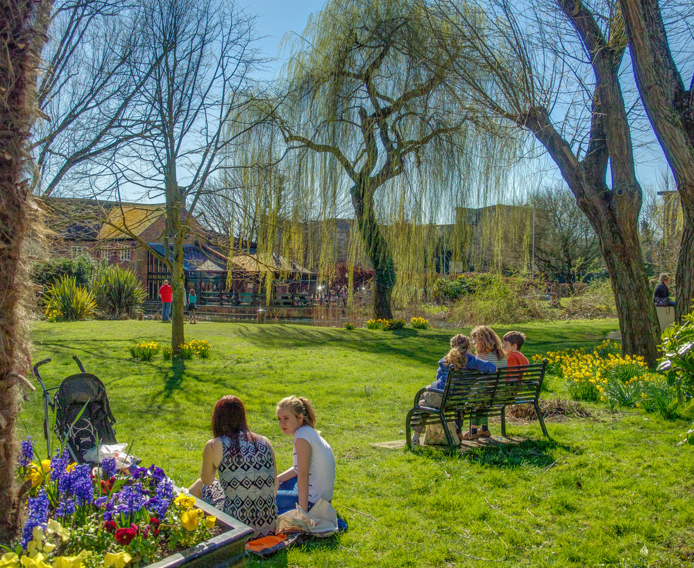 Families enjoy beautiful March sunshine in Town Mills Park, Andover by Anguskirk/CC BY