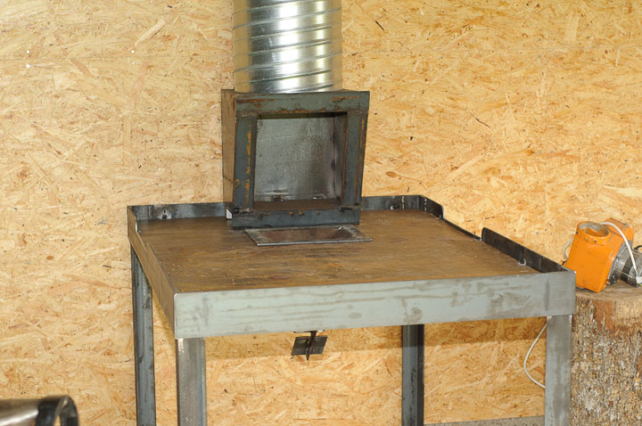 2010-okt-08 Svetsning huv & bord 1818.jpg