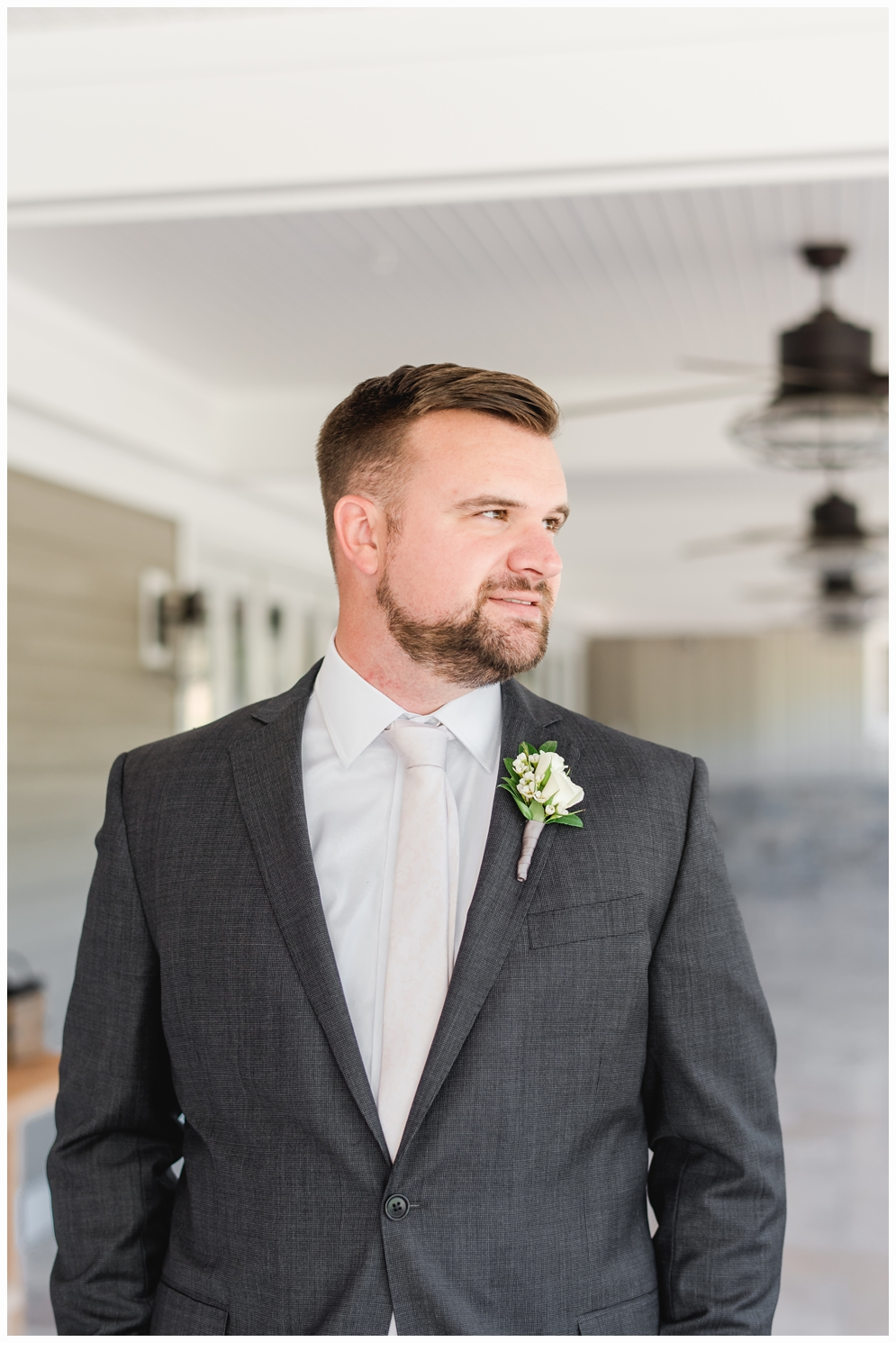 groom portraits