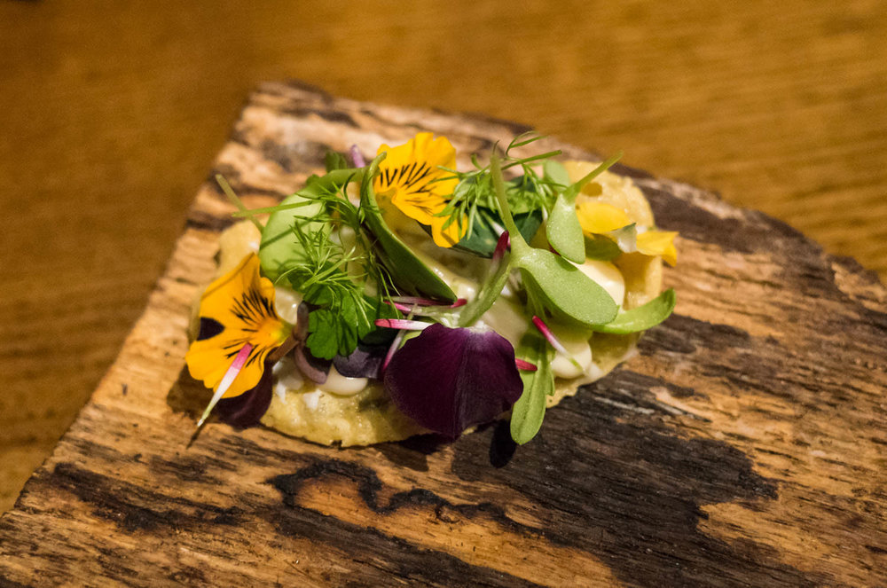 Chickpea wafer with flowers (v)