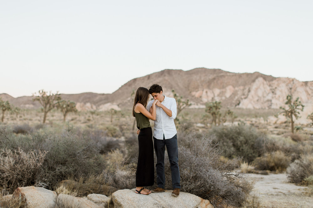joshua tree national park couple photo session // best of 2016 // adventure wedding photographer // www.abbihearne.com