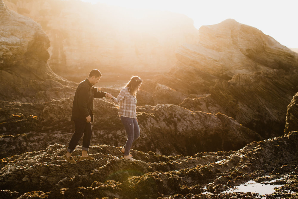 couple session at montana de oro state park // san luis obispo, california // central coast wedding photographers // www.thehearnes.com